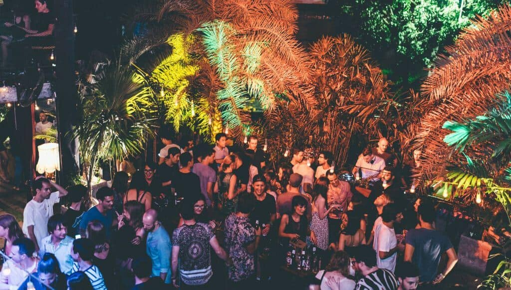 Live Garden at Live on RCA Road for people up to 400 to throw in a party. Thailand Event Guide