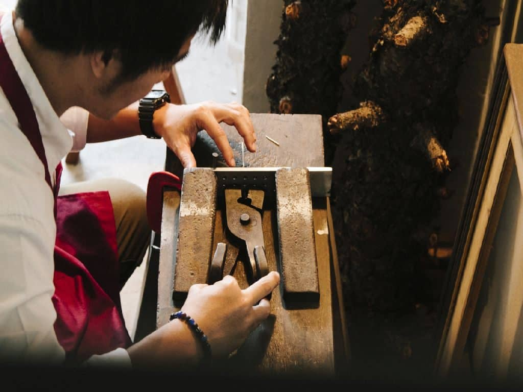 A craftsman who designs and makes jewelry. Thailand Event Guide