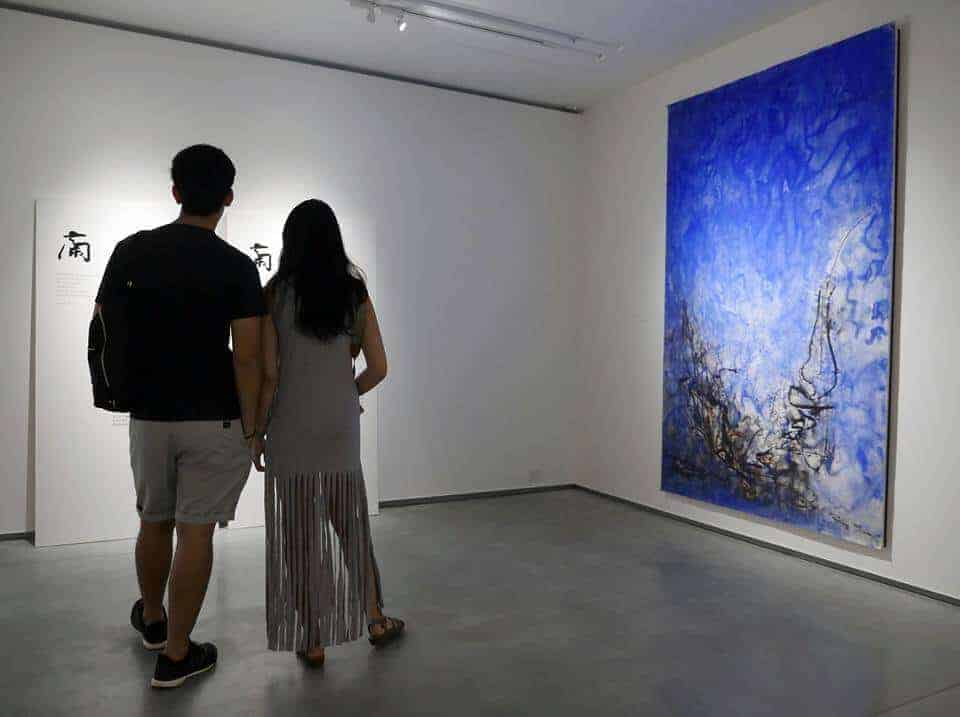 People watching Thai art. Thailand Event Guide