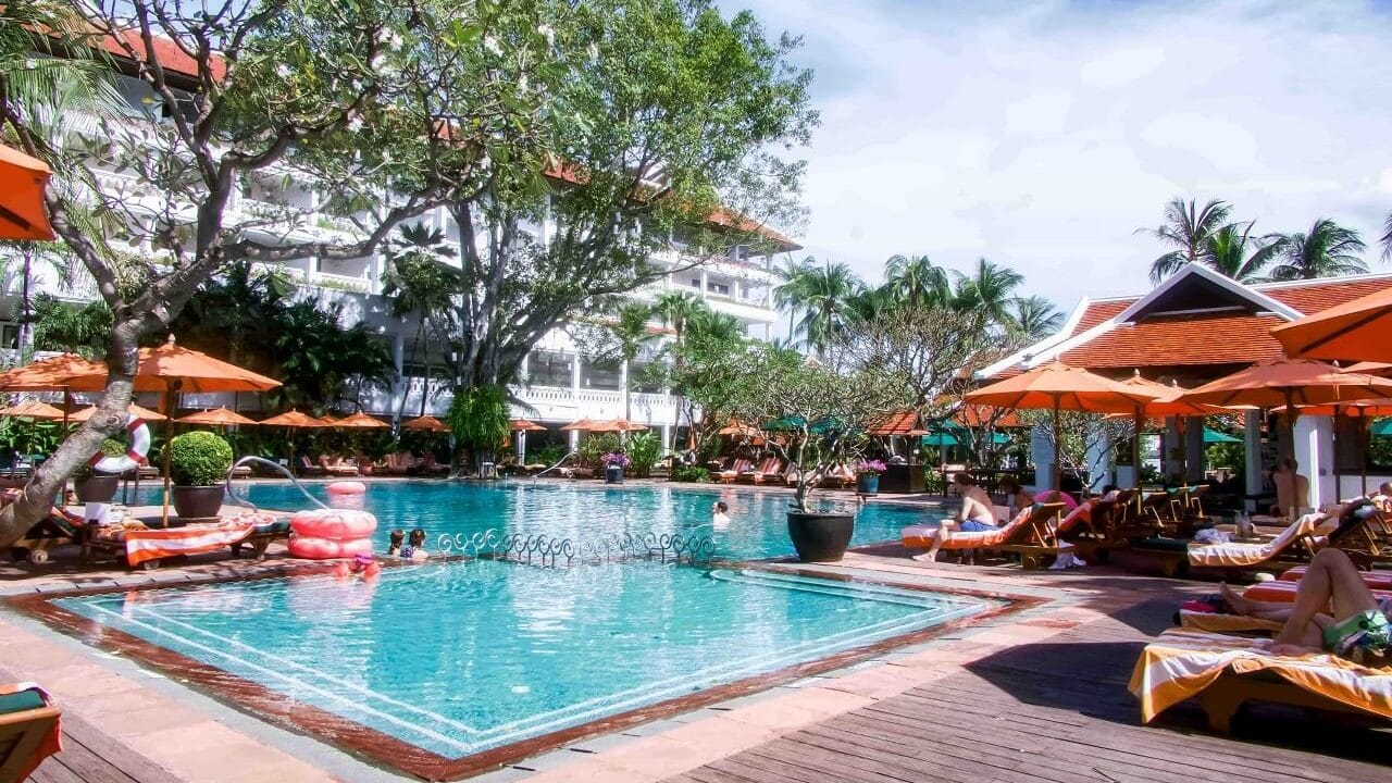 Anantara Riverside Bangkok Resort resides at a respectable fifth position in the 5 Top Bangkok Hotels list of the best awards. Thailand Event Guide